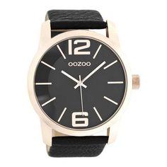 OOZOO Horloge Timepieces Collection C8039. Stoer vormgegeven OOZOO horloge met rosekleurige kast en zwarte horlogeband. Het horloge heeft een doorsnede van 49 mm en is spatwaterdicht. De zwart lederen horlogeband heeft een gespsluiting. Trendy, stoer en sportief model welke zowel door dames als heren gedragen kan worden.