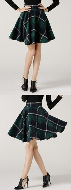i really like this skirt. i would prefer it to be a little longer so i could wear it to school < Slytherin skirt (kind of) Mode Harry Potter, Harry Potter Outfits, Harry Potter Kleidung, Slytherin Clothes, Hogwarts Uniform, Online Fashion, Gq, Workout Wear, Mannequin