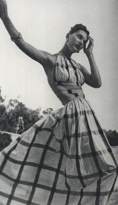 Clare McCardell 1950's. I will make this for the summer. I love it! If I made a matching button up top I could go to work and then the beach!