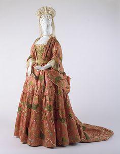 Vestido femenino a la francesa. 1708