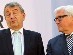 DFB-Präsident Wolfgang Niersbach (l) und Bundesaußenminister Frank-Walter Steinmeier. Foto: dpa