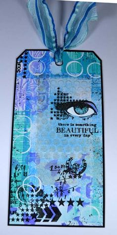 Een tag gemaakt meteen gelliplate achtergrond en Carabelle stempels. A tag made with a gelliplate background and Carbabelle stamps.