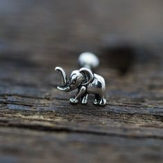 Knorpel-Ohrring, Tragus Ohrring, Knorpel-piercing, Helix-Ohrring, Tragus-piercing, Conch piercing Ohrring oxidiert silber Elefant