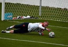 11-Jun-2014 8:36 - CILLESSEN: 'ER ZIT WEL EEN BEETJE KAHN IN ME'. Jasper Cillessen zat met zijn ouders op de bank toen het Nederlands elftal in 2010 de WK-finale tegen Spanje speelde. Als de huidige nummer 1 van...