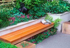 Ook in een kleine tuin zijn goede tuinmeubelen belangrijk. Dit zijn duurzame tuinmeubelen die goed zitten, zoals een mooie tuinset met comfortabele tuinstoelen.