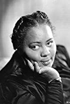 Louise Beavers - Find A Grave Memorial Louise Beavers, Doctors Tv Series, Black Actors, Black Mother, Black Image, Working People, Find A Grave, In Hollywood, Classic Hollywood