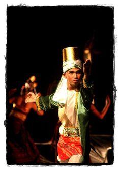 The Maulana accept the challenge of the king. [rovitavare]