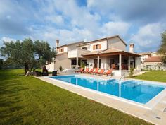 Holiday Home Salambati Savicenta Holiday Home Salambati is a holiday home located in Smoljanci, 45 km from Opatija. The air-conditioned unit is 16 km from Rovinj.  The kitchen is fitted with a dishwasher. A TV is offered.
