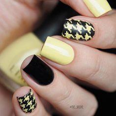 Этим летом я все чаще выбираю жёлтые оттенки, а если жёлтый ещё и пастельный, я вообще в экстазе 😂💛 💛 yellow 771 @limonirussia 💛 slider design foil3  @ibdi_nails 💛 black - Obsidian @masura.ru  #лакосреда #лакосредалюбимыйлетний @borsch_nails @nata3110nata @lakodom #limoni #masura #ibdi_nails