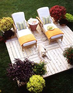 pallet deck-I have always thought about doing this! Nice to see it in a picture.