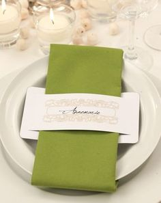 Name cards for the wedding - 92 examples & inspirations - Wanderlust Decoration Communion, Wedding Name Cards, Papier Diy, Napkin Folding, Table Arrangements, Clothing Hacks, Deco Table, Stamping Up, Napkin Rings