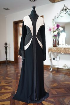 Al Mazyoona Black Embroidered Party Wedding Bisht by Almazyoona