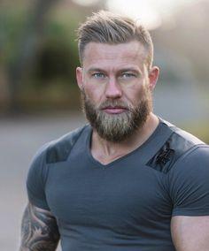 Mens grey hair hubby haircut in 2019 skæg og hår, skæggede m Beard Styles For Men, Hair And Beard Styles, Hairy Men, Bearded Men, Men Beard, Bart Styles, Viking Haircut, Great Beards, Face Men