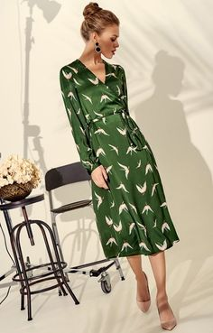 Песочное платье свободного силуэта миди-длины с принтом в мелкий цветок H.I.T. 043585, купить за 3245 руб в интернет-магазине TopTop.ru