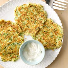 Zucchini Pancakes Recipe -Made with zucchini, these are a tasty change of pace from ordinary potato pancakes. Add a little shredded onion to give them a savory kick. Zucchini Pancakes, Savory Pancakes, Keto Pancakes, Waffles, Side Dish Recipes, Vegetable Recipes, Side Dishes, Main Dishes, Pancake Recipe Taste