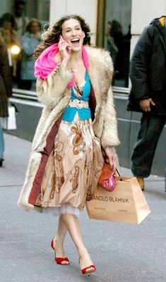 Carrie Bradshaw would be proud! Sarah Jessica Parker to launch a shoe collection in partnership with Manolo Blahnik CEO Carrie Bradshaw Estilo, Carrie Bradshaw Outfits, Sarah Jessica Parker, Fashion Addict, Girl Fashion, Womens Fashion, Fashion Humor, Fashion Clothes, Fashion News