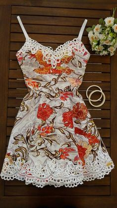 Dress Us Vestido estampado com guipir decote Ref:115569 - MISS E MISSES