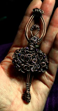 Another funky Ballerina.not quite done yte Wire Pendant, Wire Wrapped Pendant, Pendant Earrings, Wire Wrapped Jewelry, Copper Jewelry, Stone Jewelry, Wire Crafts, Jewelry Crafts, Wire Jewelry Making