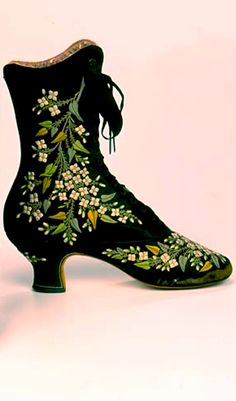 Black silk boots with floral embroidery. Jean-Louis François Pinet, Pinet's footwear was famous for its extravagant embroidery, elegant styling, and delicate 'Pinet' heel. (Bata Shoe Museum) Source by disorderlywords shoes with jeans Moda Fashion, Fashion Shoes, Fashion Accessories, Fashion Tips, Vintage Outfits, Vintage Shoes, Edwardian Fashion, Vintage Fashion, Edwardian Gowns