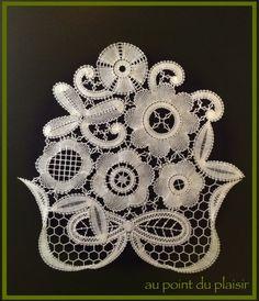 *Au point du plaisir* bobbin lace, bruges flower work Antique Lace, Vintage Lace, Bruges Lace, Bobbin Lace Patterns, String Art Patterns, Lacemaking, Lace Heart, Lace Jewelry, Linens And Lace