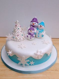 snowman family novelty christmas cake : cute cake decorating ideas - www.pureclipart.com