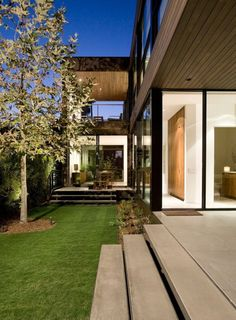 #modern house, love the colors, love the garden!