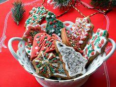 GLAZURA REGALA - ROYAL ICING - Rețete Fel de Fel Royal Icing, Gingerbread Cookies, Good Food, Santa, Sweets, Desserts, Gingerbread Cupcakes, Tailgate Desserts, Deserts