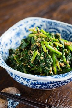 Japanese Spinach Salad with Sesame Dressing (Horenso Gomaae) Japanese Spinach Salad with Sesame Dressing ほうれん草の胡麻和え Veggie Side Dishes, Vegetable Dishes, Side Dish Recipes, Vegetable Recipes, Food Dishes, Dinner Recipes, Vegetable Salad, Veggie Food, Japanese Salad