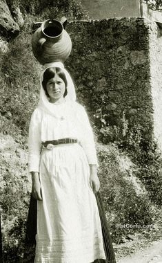 Corfu old photos-a girl at 1920 Corfu Greece, Greeks, Folklore, Where To Go, Travel Guide, Islands, Memories, Photos, Women