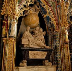 Isaac Newton grave in Westminster Abbey Natural Born Killers, Ange Demon, Famous Graves, Six Feet Under, Isaac Newton, Cemetery Art, Jewish History, Westminster Abbey, The Guardian