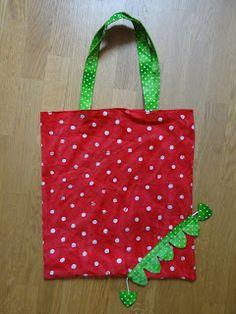 Ma version :             Patron  : Rectangles de toile coton rouge 34x38 pour un fini à 32x36 avec coutures anglaises, toile coton verte pou...