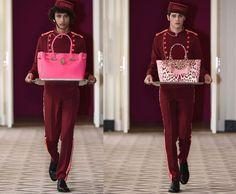 Pôneis na passarela armada num hotel onde tudo é decorado em tons de rosa e vermelho. Poderia ser uma cena de um filme de Wes Anderson, mas é a 1ª apresentação da Hill & Friends durante a Semana de Moda de Londres!