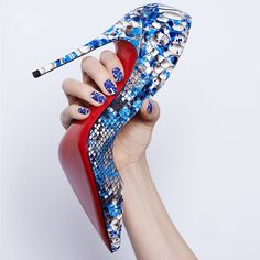 Who says spring is all about pastels? The new nail polish collection by  #ChristianLouboutin brings the brightness. The finished effect looks like python skin.