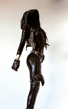 toxic vision - 25 nov 2013 love this gothic military take on the post apocalyptic assassin's creed fashion trend wonder if I can find it for bringing in the new year Moda Steampunk, Steampunk Fashion, Dark Fashion, Gothic Fashion, Latex Fashion, Emo Fashion, Junior Fashion, Boho Chick, Fashion Moda