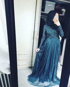 Pinterest: @adarkurdish Muslim Prom Dress, Hijab Prom Dress, Hijab Evening Dress, Grad Dresses, Modest Dresses, Ball Dresses, Evening Dresses, Abaya Fashion, Muslim Fashion