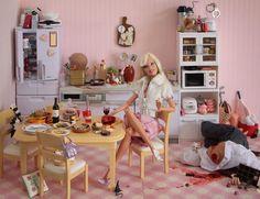 Creepy Serial Killer Barbie By Photographer Mariel Clayton Barbie Kills Ken, Barbie And Ken, Barbie Diorama, Barbie Mala, Bad Barbie, Girl Barbie, Horror, Barbie Party, Thought Catalog
