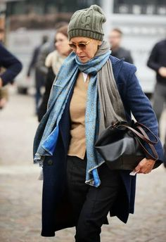 Бывшая модель и бывший модный редактор Линда Райт (Linda V Wright) родилась в Техасе, а в настоящее время живет в Париже и владеет магазином одежды из нежного кашемира – Crimson Cashmere, который она заново открыла в 1998 году и сделала его культовым местом для всех шикарных девушек! Так что, если вы, действительно хотите быть парижанкой, пройдите к […]