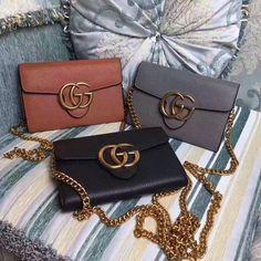 Gucci woman chain flap bag WOC clutch