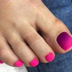 40 Amazing Toe Nail Colors To Choose For Next Season Nagellack kunst Pink Toe Nails, Pretty Toe Nails, Toe Nail Color, Summer Toe Nails, Cute Toe Nails, Feet Nails, Toe Nail Art, Nail Polish Colors, Diy Nails