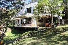 Navegue por fotos de Casas modernas: Casa Campo / Ateliê - Vale das Videiras. Veja fotos com as melhores ideias e inspirações para criar uma casa perfeita.