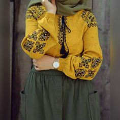 Yellow and oily green Modern Hijab Fashion, Abaya Fashion, Modest Fashion, Girl Fashion, Fashion Outfits, Fashion Hacks, Hijab Style Dress, Casual Hijab Outfit, Hijab Chic