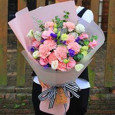 Beautiful Rose Flowers, Beautiful Flower Arrangements, Happy Flowers, Bunch Of Flowers, Flower Bouquet Diy, Floral Bouquets, Diy Flowers, Flower Decorations, Blooms Florist