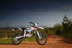 2015-KTM-Freeride-E-XC-Static_3