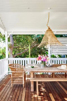 The renovation of this classic white weatherboard cottage in Byron Bay has resulted in a modern family home inspired by its coastal location and the owner's love of eclectic, colourful decor. See inside! Outdoor Rooms, Indoor Outdoor, Outdoor Living, Outdoor Decor, Outdoor Areas, Outdoor Structures, Home Renovation, Porches, Fresco