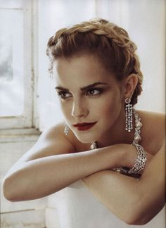 I had to double-take when I first saw the cover of Vogue US July With hair sleeked back (she still has a short pixie hairdo) and dark red lips, it is a side of Emma Watson that few have seen. At the age of Emma Watson bags her first Vogue cover in the… Wedding Hairstyles 2014, Hairstyle Wedding, Formal Hairstyles, Bouffant Hairstyles, Beehive Hairstyle, Ladies Hairstyles, Updos Hairstyle, Asymmetrical Hairstyles, Fringe Hairstyles