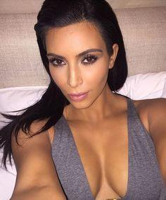 Kim Kardashian, a mãe da selfie (Foto: Reprodução/ Instagram) | Truques de maquiagem para sair bem na selfie