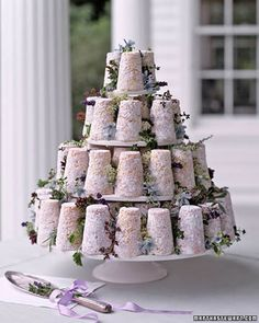 great cheese alternative of Crottin cakes (goat cheese) from Martha Stewart Weddings. I love how they accented it with lavender, rosemary, and oregano it's such a romantic feel. Mini Cakes, Cupcake Cakes, Cupcakes, Kreative Desserts, Lavender Cake, Floral Wedding Cakes, Cake Wedding, Purple Wedding, Gourmet