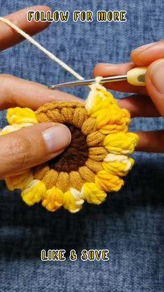 Beginner Crochet Tutorial, Crochet Stitches For Beginners, Beginner Crochet Projects, Crochet Flower Tutorial, Crochet Instructions, Crochet Flower Patterns, Crochet Videos, Crochet Basics, Crochet Flowers