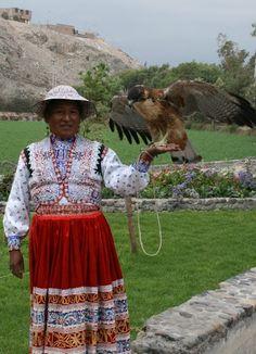 Arequipa - Mujer y Halcón.