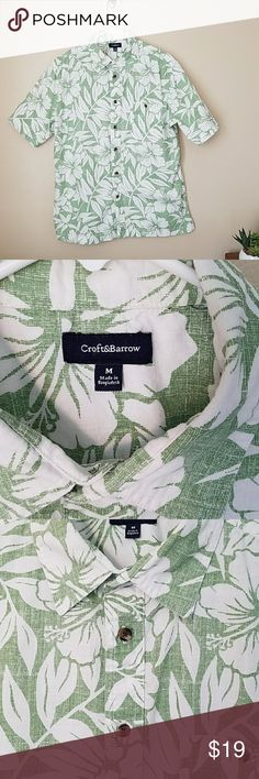 Croft & Barrow Hawaiian shirt men's medium This Croft & Barrow button-up Hawaiian shirt is in excellent condition. Green with white tropical print. Size medium men's. croft & barrow Shirts Casual Button Down Shirts